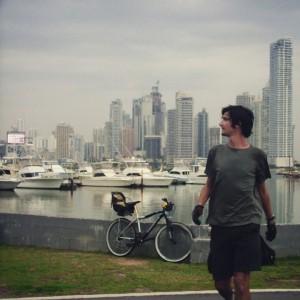 Et Panama, la photo non-officielle de mon arrivée depuis Mexico à vélo