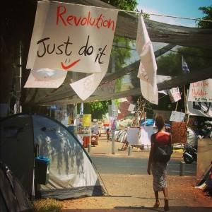 Une des nombreuses affiches de la place Rothschield de Tel-Aviv en Israël, durant les manifestations sociales d'Août 2011